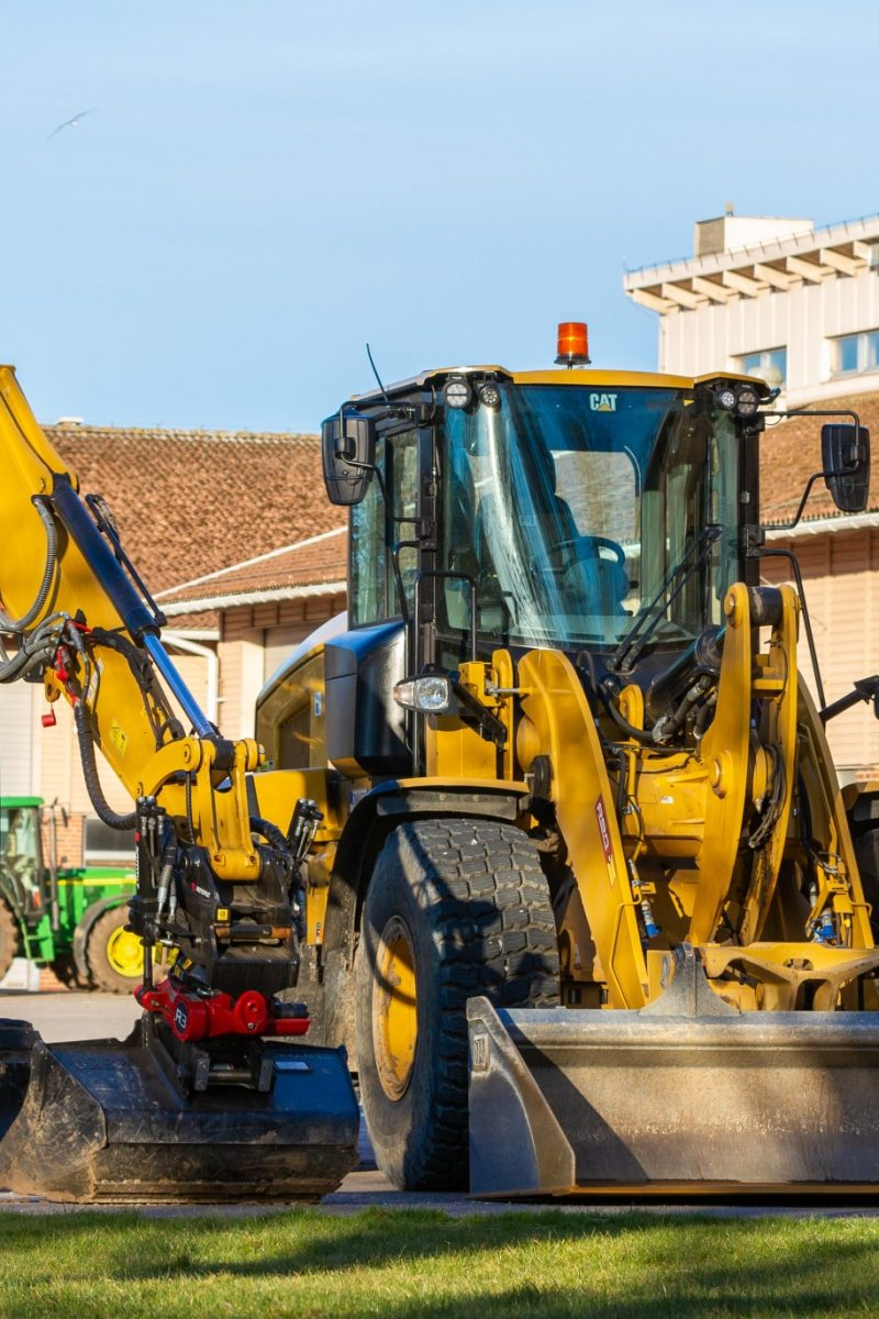 wheel-loader-in-fair-april-morning-light-at-agriculture-education-school-gilena-silvertid-nominated_t20_XvY1kz